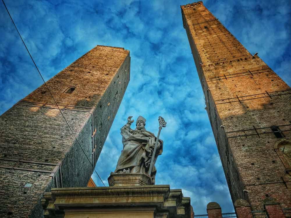 Le due Torri di Bologna, Garisenda e degli Asinelli - foto di bologna-guide.com